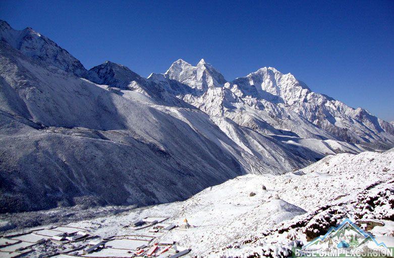 Camping trek to Mount Everest base camp - Camping on the way to Mt. Everest base camp