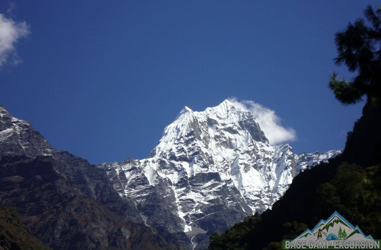 Hiking Mount Everest - Classic Mount Everest base camp hiking trips to Nepal