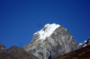 Lobuche peak climbing summit