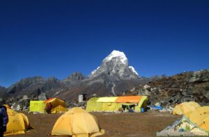 Mount Everest tour guides for solo girl on Everest base camp trek with packing list info