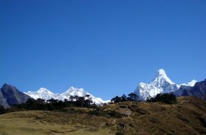 Trekking Everest base camp - Mountain trekking Everest base camp in April