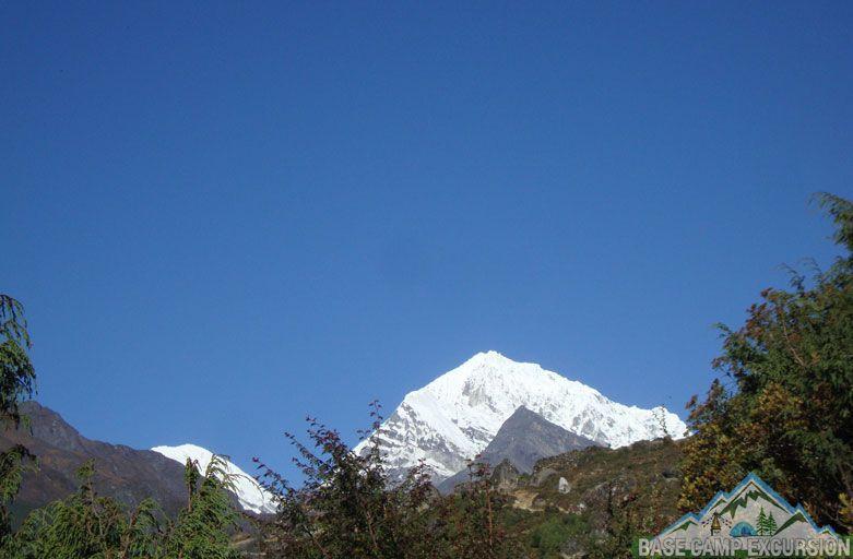 Namche bazaar to Thame village Khumbu valley trek