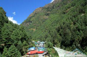 Lodges in Jorsalle for lunch break during Everest base camp trek, located in between Phakding and Namche bazaar distance