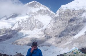 Steve calling to New York USA from Everest base camp, there is good mobile phone reception on the Everest base camp trek Nepal