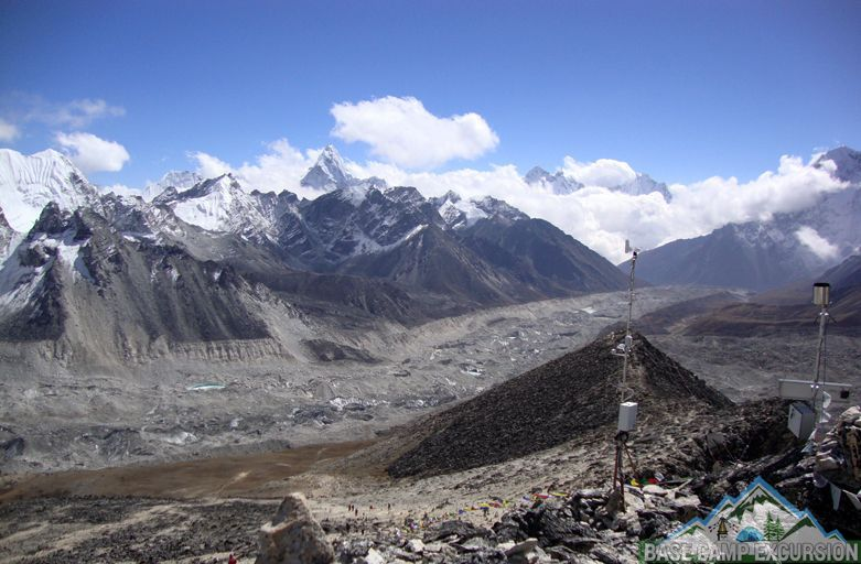 Is there Mobile phone reception on Everest base camp trek area
