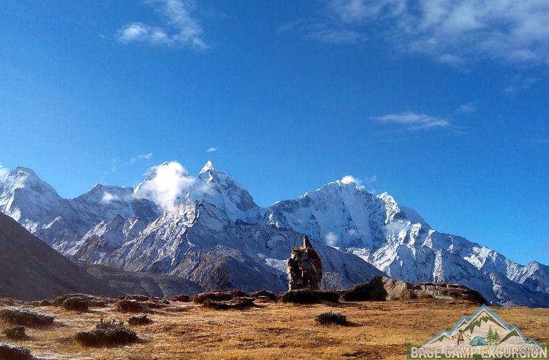 major tourist attractions of Everest base camp trek Himalaya
