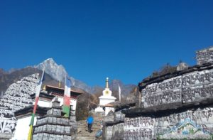 How to travel to Everest base camp from Nepal on minimum budget