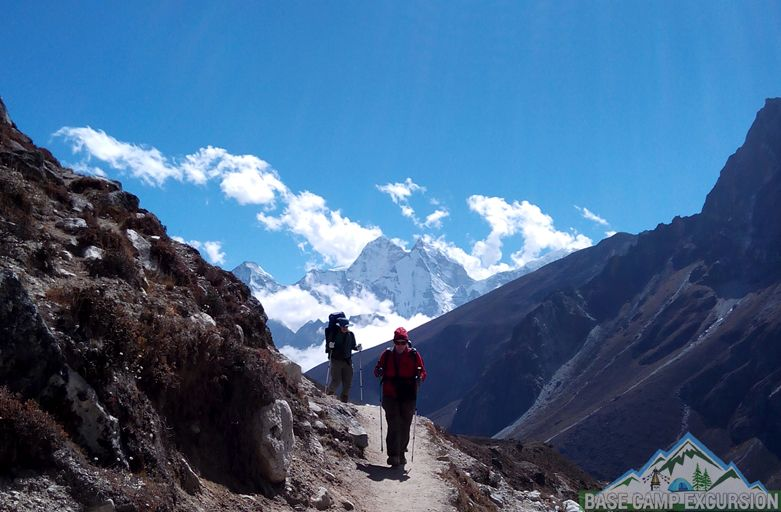 Fantastic outdoor activities in Everest base camp trek with group