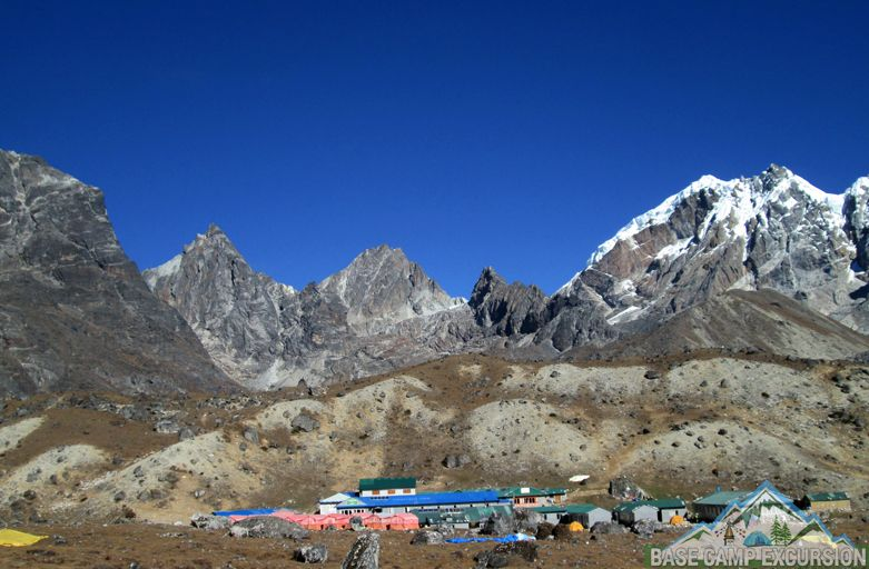 Short Chola pass trek from Gokyo valley to Everest base camp south