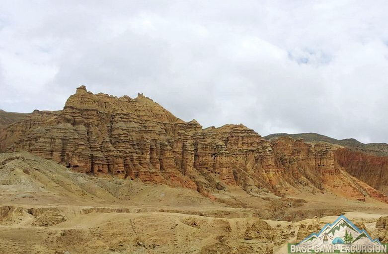 About upper mustang trek package visit lower to upper mustang Nepal